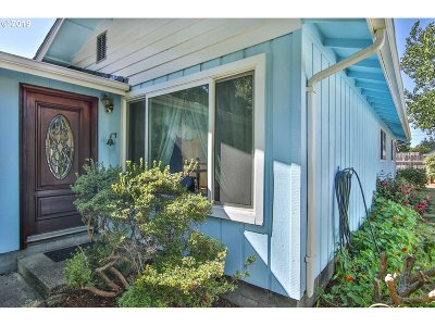 Bandon Single Family Home For Sale: 965 SE 4th St SE