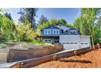 Multnomah County Single Family Home For Sale: 7047 SE 118th Dr