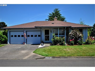 Woodburn Single Family Home Pending: 2299 Country Club Ter