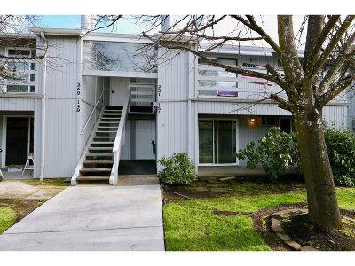 Springfield Condo/Townhouse For Sale: 650 Harlow Rd