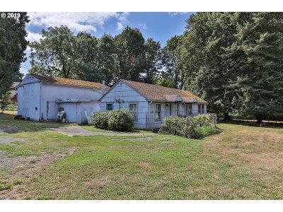 Portland Single Family Home For Sale: 8687 SE 55th Ave