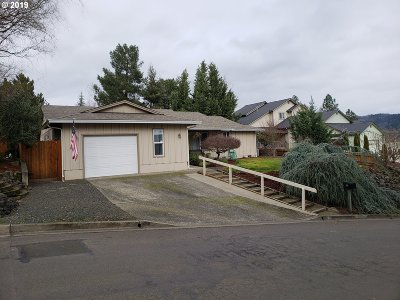 Roseburg Single Family Home For Sale: 381 Chandler Dr