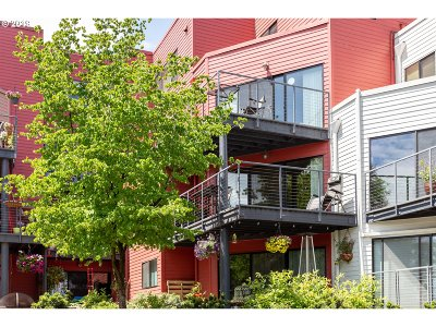 Portland Condo/Townhouse For Sale: 910 NW Naito Pkwy #I-4