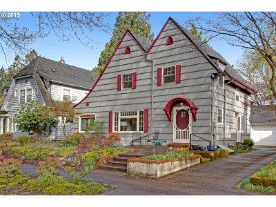 Portland Single Family Home For Sale: 3947 SE Oak St