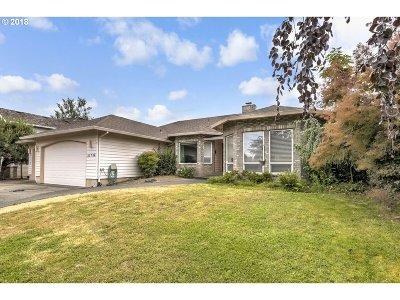 Single Family Home For Sale: 21736 NE Interlachen Ln