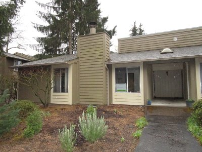 Beaverton Condo/Townhouse For Sale: 650 SW Meadow Dr #124