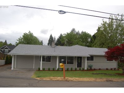 West Linn Single Family Home For Sale: 2405 Dillow Dr