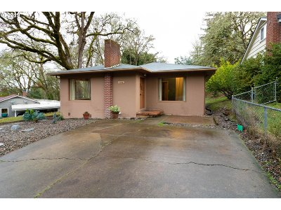 Roseburg Single Family Home For Sale: 1396 SE Lane Ave