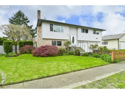 Troutdale Single Family Home For Sale: 320 SE 19th St