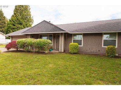 Gresham Single Family Home For Sale: 505 NE 22nd St