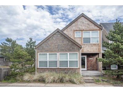 Single Family Home For Sale: 5900 Barefoot Ln