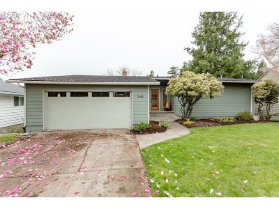 Portland Single Family Home For Sale: 2445 SW 84th Ave