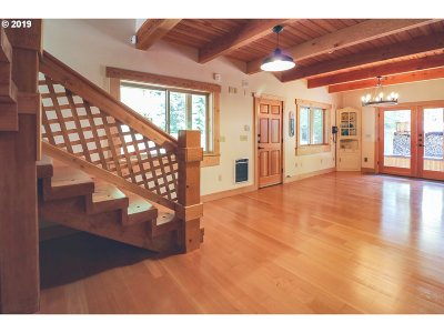 Myrtle Creek Single Family Home For Sale: 1018 Lees Creek Rd