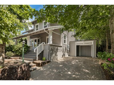 Portland Single Family Home For Sale: 2420 SE 67th Ave