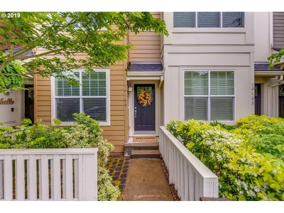 Happy Valley, Clackamas Condo/Townhouse For Sale: 12105 SE High Creek Rd