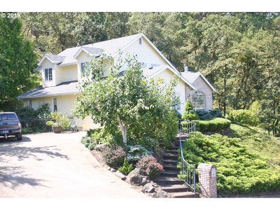 Roseburg Single Family Home For Sale: 1400 SE Parkwood Dr
