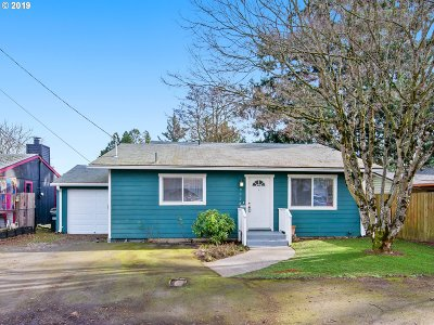 Milwaukie Single Family Home For Sale: 9724 SE 74th Ave