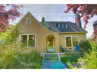 Hayden Island, St Johns, Cathedral Park, University Park, Overlook, Arbor Lodge, Piedmont, Portsmouth, Bridgeton, Kenton Single Family Home For Sale: 7135 N Denver Ave