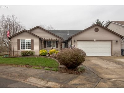 Molalla Single Family Home For Sale: 218 Hauser Ct