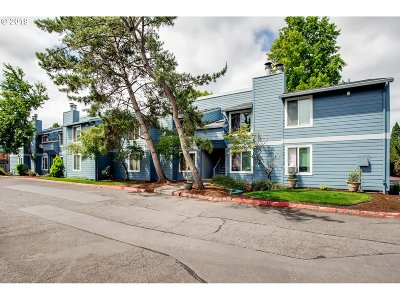 Hillsboro Condo/Townhouse For Sale: 2330 SE Brookwood Ave #203