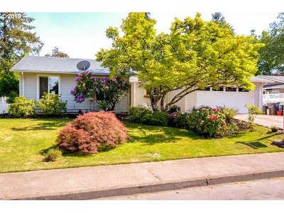 Single Family Home For Sale: 2384 SE Tanager Cir