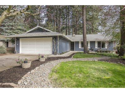 Lake Oswego Single Family Home For Sale: 4261 Collins Way
