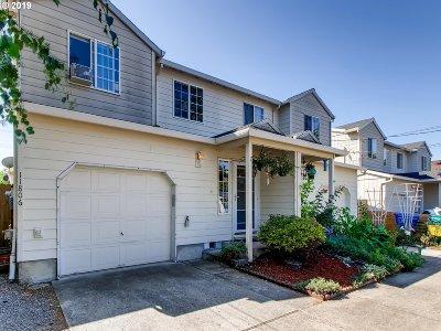Portland Single Family Home For Sale: 11806 SE Oak St
