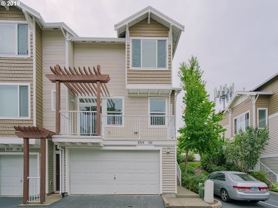 Beaverton Condo/Townhouse For Sale: 8520 SW 147th Ter #104