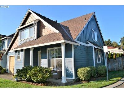 Milwaukie Single Family Home For Sale: 4859 SE Vintage Pl