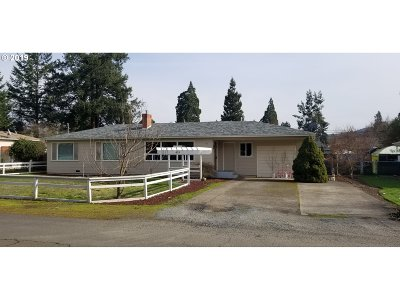 Roseburg Single Family Home For Sale: 419 W Hazel St