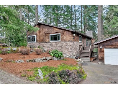 Lake Oswego Single Family Home For Sale: 1901 Mapleleaf Ct