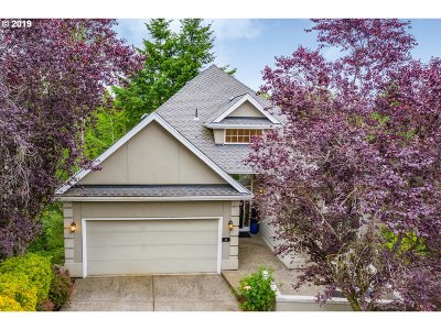 Lake Oswego Single Family Home For Sale: 2 Morningview Ln