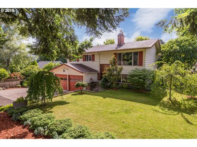 Milwaukie Single Family Home For Sale: 12089 SE 37th Ave