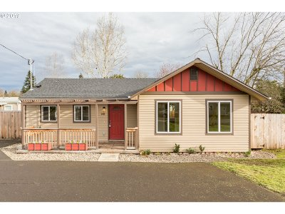 Portland Single Family Home For Sale: 3024 SE 136th Ave