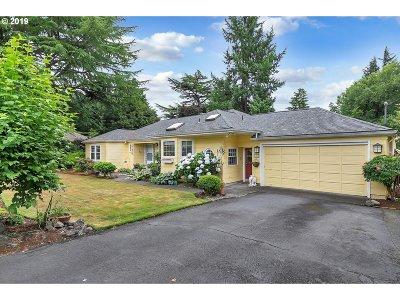 Portland Single Family Home For Sale: 8170 SW Ridgeway Dr