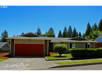 Gresham Single Family Home For Sale: 2258 SE Darling Ave