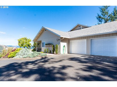 Roseburg Single Family Home For Sale: 1356 SE Laurel Ct