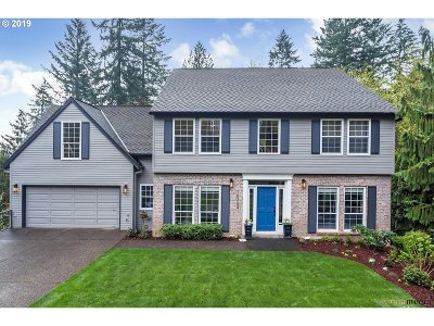 Portland Single Family Home For Sale: 10734 SW Inverness Ct