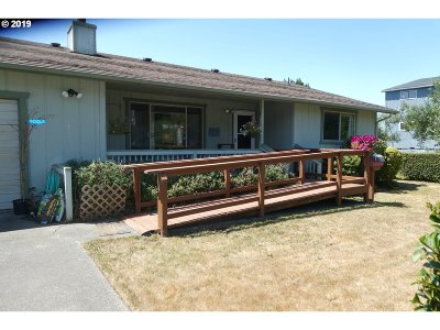 Gold Beach OR Single Family Home For Sale: $225,000