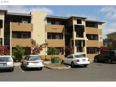 Condo/Townhouse For Sale: 9251 SE Clinton St #302