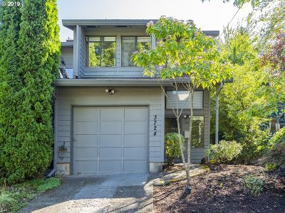Portland Single Family Home For Sale: 3724 SE 42nd Ave