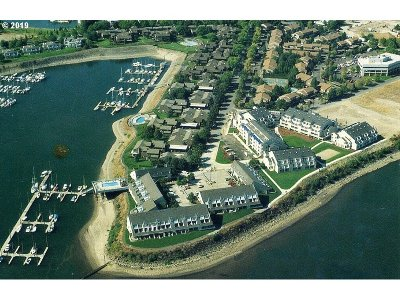 Portland Condo/Townhouse For Sale: 83 N Hayden Bay Dr #BldgD