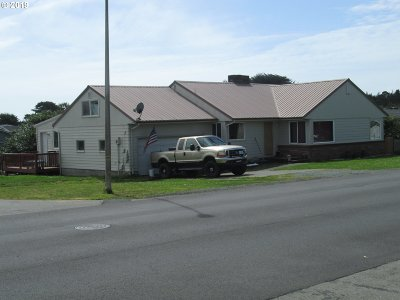 Bandon Single Family Home For Sale: 815 11th St SW