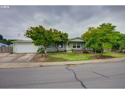 Newberg, Dundee, Mcminnville, Lafayette Single Family Home For Sale: 833 NW Cypress St