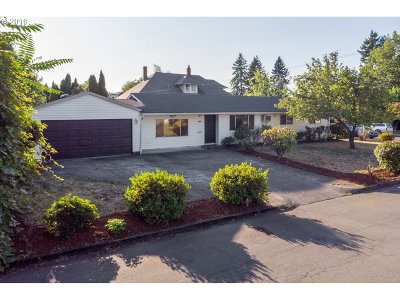 Portland Single Family Home For Sale: 5207 SE 45th Ave