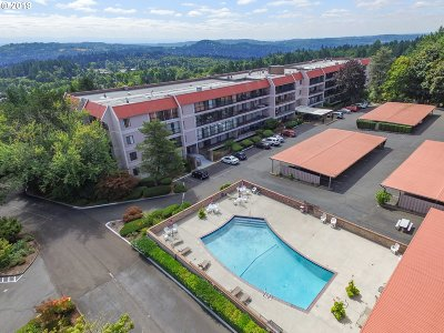 Lake Oswego Condo/Townhouse For Sale: 45 Eagle Crest Dr #409