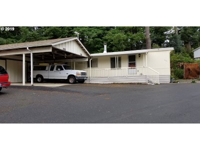 Coos Bay Single Family Home For Sale: 661 Village Pines Dr