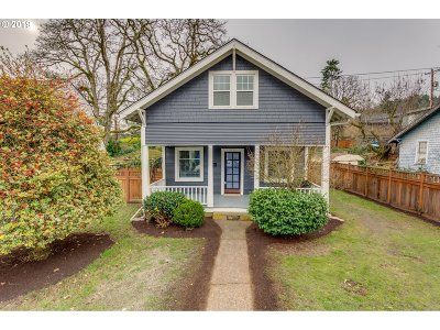 Clackamas County Single Family Home For Sale: 5270 Broadway St