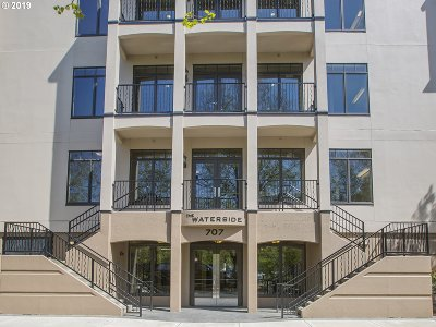 Multnomah County Condo/Townhouse For Sale: 707 N Hayden Island Dr #320