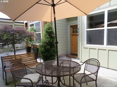 Portland Condo/Townhouse For Sale: 7520 SE Milwaukie Ave #205